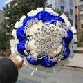 Благородный Индивидуальные Свадебный Свадебный Букет С Большой Цветок Брошь Шелковый Розы Королевский Синий Белая Лента Свадебные Невесты Букет