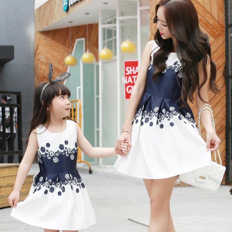 SONGGUIYING A56 Matching Mother Daughter Clothes Fashion Family Outfits Mom  Girl Dress Mommy Summer Fashion Floral Print Dresses-in Matching Family  Outfits ... 968c09edb5cd