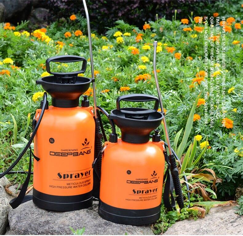 Freeshipping2017 latest Small gardening manual pressure agroatomizer manual sprayer spray bottle washing with high water sprayer gardening tool small rake black cream colored