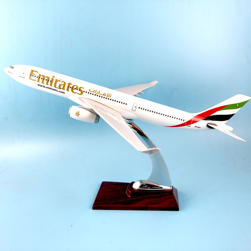 FREE SHIPPING 31CM EMIRATES 777 METAL BASE RESIN MODEL PLANE AIRCRAFT MODEL TOY AIRPLANE BIRTHDAY GIFT new phoenix 11207 b777 300er pk gii 1 400 skyteam aviation indonesia commercial jetliners plane model hobby