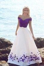 Romantische Lila und Weiß Strand Hochzeit Kleider 2020 Bodenlangen Gefaltetes Handgemachte Blumen Brautkleider Elegante Hochzeit Kleid