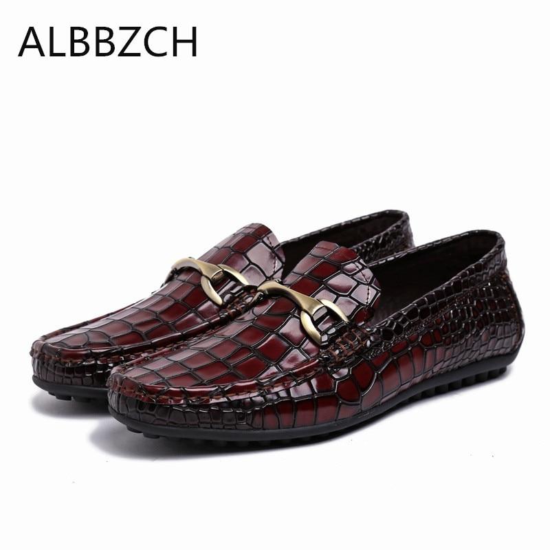 712eb7d88b 2 Del Oficina Mens Moda Resbalón Holgazanes De Charol Hombre Relieve  Negocios Pie Zapatos Hombres Ocio ...