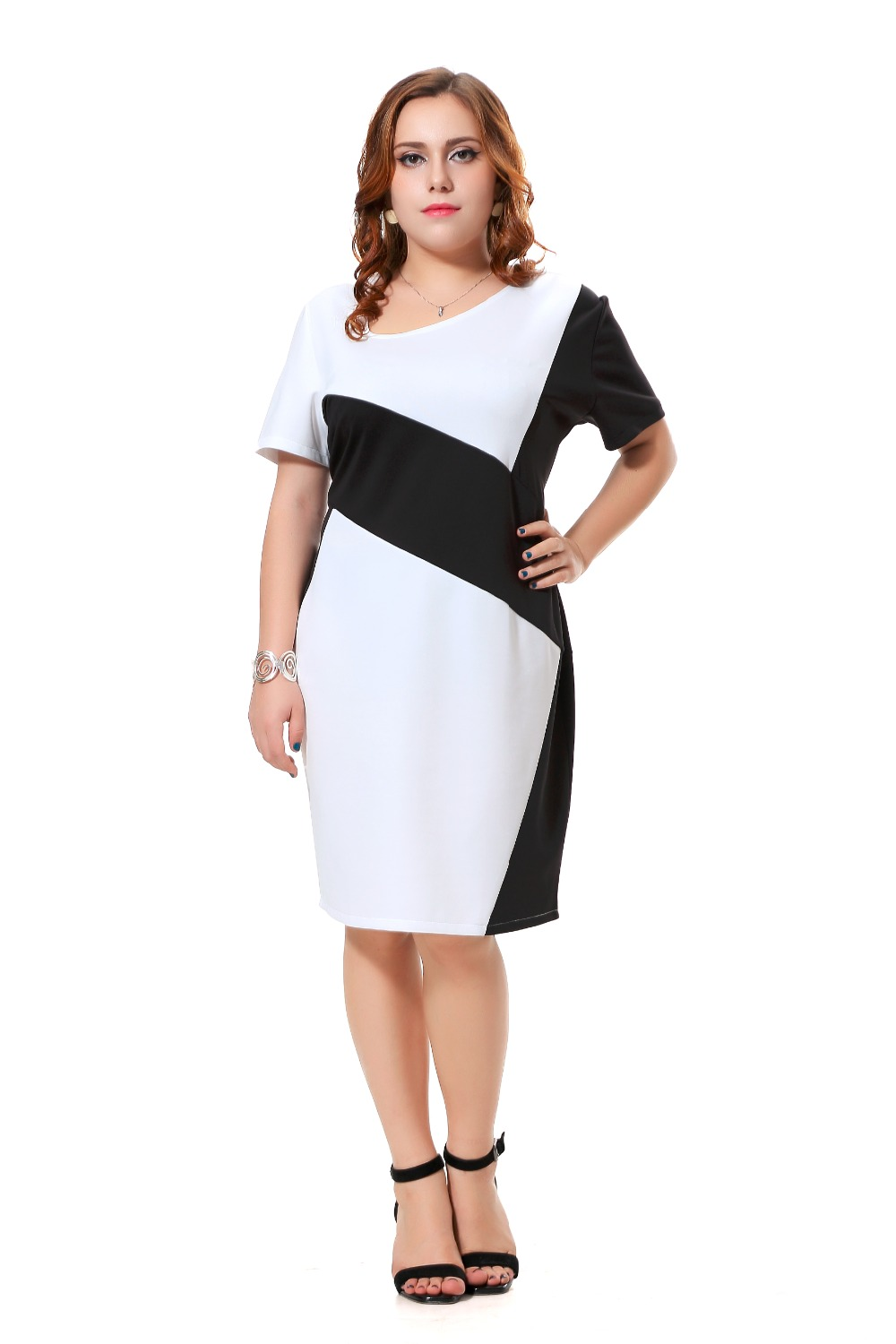 Find women's white, black, red, floral & printed plus size dresses at Torrid. Our collection features maxi dresses, bodycon dresses, LBD's and more! We carry the latest dress silhouettes for both casual and formal occasions in sizes