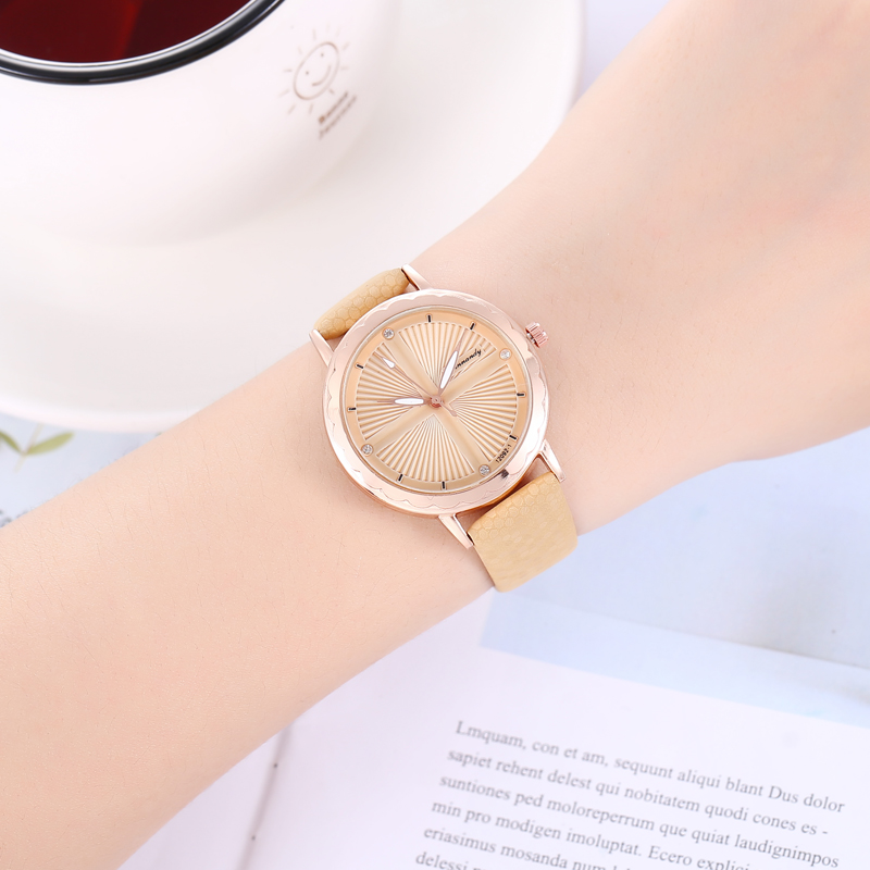 Zegarek Damski 2019 New Fashion Ladies Watches Luxury Brand Women Watch Beige Leather Analog Quartz Crystal Wristwatches Saati