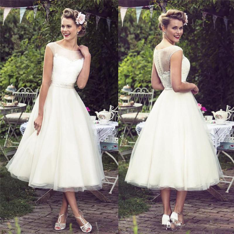 2019 Sheer Neck Lace Beach Wedding Dresses Scoop Tea Length Cap Sleeve Tulle Bridal Wedding Gowns
