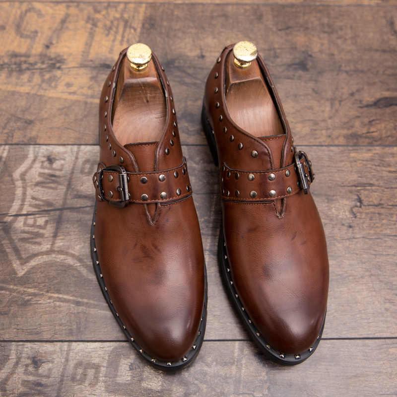 Misalwa Rivets รองเท้าชี้ Toe Wedding Party รองเท้าชายหนุ่มอย่างเป็นทางการชุดรองเท้าที่มีหัวเข็มขัดหนัง Oxfords Flats