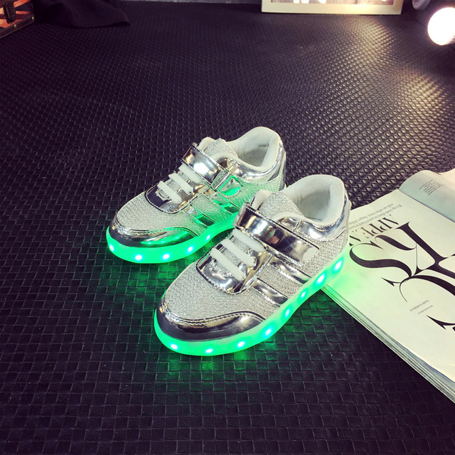 68495a1e15914 Taille 25-34  USB De Charge Enfants Light Up Chaussures Rougeoyant Lumineux  Sneakers