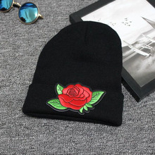 Newly Women Men Winter Beanie Hats Romantic Flower Rose Embroidery Lovers Skullie Beanie Elastic Acylic Knitted Beanie Cap