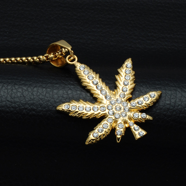HIP Hop Bling Iced Out Crystal Cannabiss Maple Leaf Charm Necklaces Pendant Gold Filled Titanium Necklace for Men Sports Jewelry 2