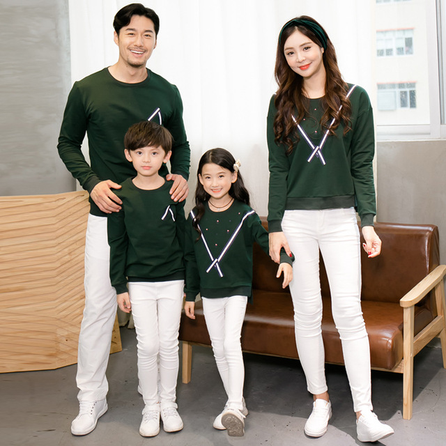 0b2741b17 Autumn Family Matching Clothes Sweaters Sweatshirt Mother Father Baby  Daughter Son Outfits Mommy and Me Clothes 2018 Family Look