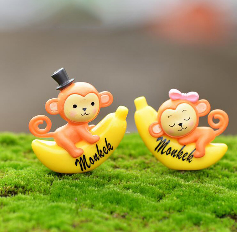 Banana Monkey Figurine Cake Decoration Moss Ornament Miniature Figures Resin Craft Cartoon Animal Statue Decor Gift Toy TNA136