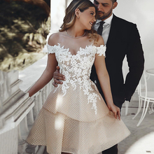 את כתף קצר חתונה שמלת 2019 שמפניה Appliqued תחרה הכלה שמלות הברך אורך ללא משענת Custom