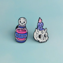 Halloween enfants et amis cadeaux dessin animé crâne bougie mort Potion broche squelette elfe émail broche en cuir manteau revers Badge(China)