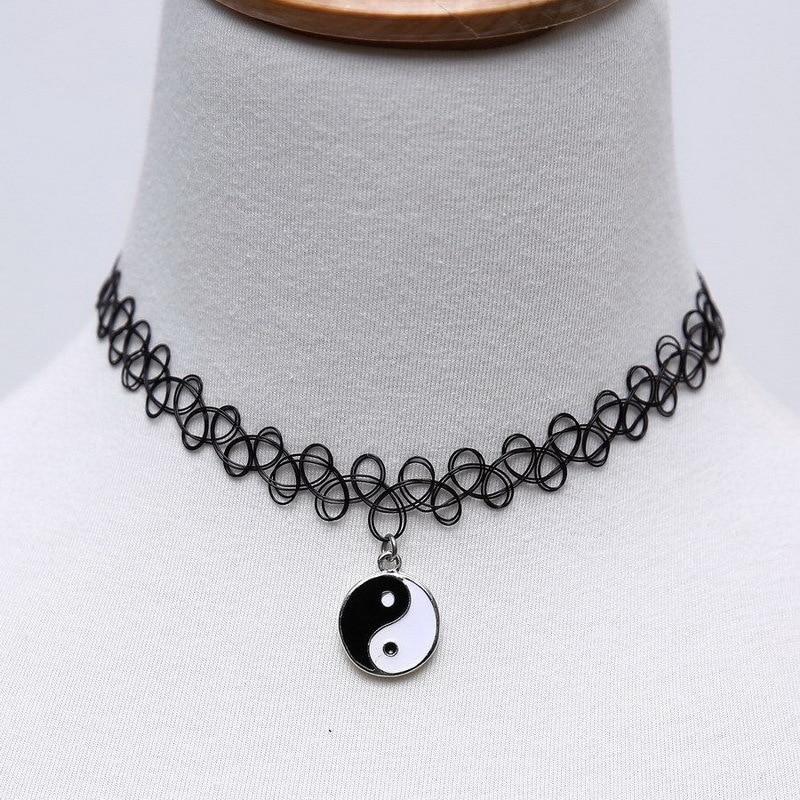 b82edec6e730 Tattoo gargantilla Collar collares Vintage Gothic Punk gargantilla negro  plástico Stretch moda colgante mujer de edad de accesorios en Gargantilla  Collares ...