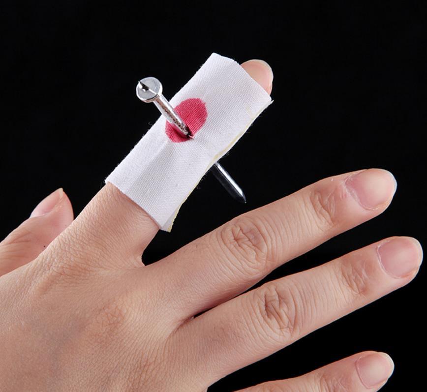 Magie Blutige Nagel Thru Finger Bandage Witz Gag Geschenk Witz ...