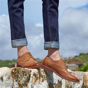 Image 1 - Echte schapenvacht lederen brogue schoenen yinzo lady flats schoenen vintage handgemaakte winter oxford schoenen voor vrouwen zwart grijs bruin