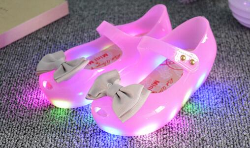 New 2017 LED princess noble girls sandals hot sales fashion lighted kids shoes clogs Lovely cute children shoes free shipping