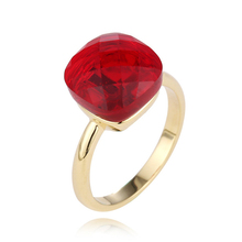 цена 2019 New Style Fashion Red Crystal Rings With Gold Color Awesome Jewelry Red Gem Rings For Women Party Jewelry Best Gift J02509 онлайн в 2017 году