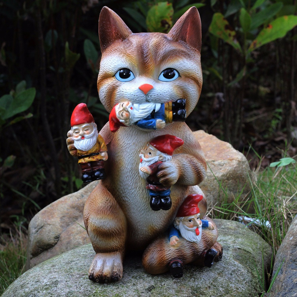 Gnome In Garden: GARDEN GNOME STATUE -Cat Massacre-Funny Gnomes Sculpture