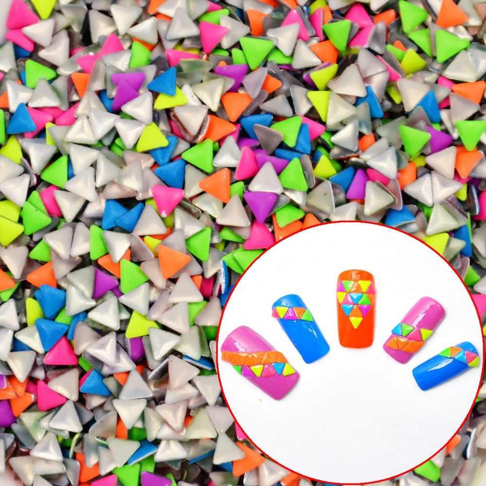 YWK 1 упаковка 20 шт микс случайных цветов 3 мм * 3 мм треугольник панк металлическая заклепка для украшения ногтей