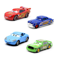 Disney Pixar autók 2 3 új világítás McQueen SUV Mater Flo Jackson vihar 1:55 Diecast fém ötvözet játékok Kid karácsonyi játék legjobb ajándék