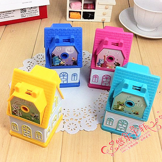 1 PCS New Creative Kids little house hand pencil sharpener / lovely house cartoons cute students pencil machine  little kids fubbles bubble machine