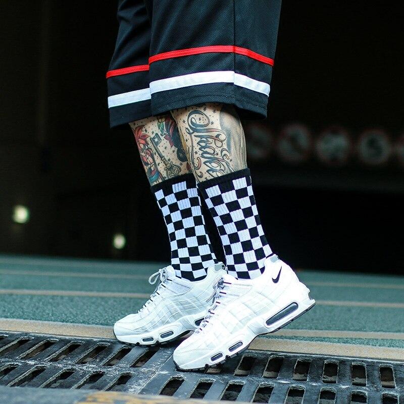 5988323aa Unisex Harajuku Rua skate meias listradas Meias moda Xadrez Hop street  dance skate meias Meias Das Mulheres Dos Homens