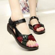 Мягкая кожа сандалии удобная обувь Новинка 2017 летние сандалии из искусственной кожи на плоской подошве смешанные цвета