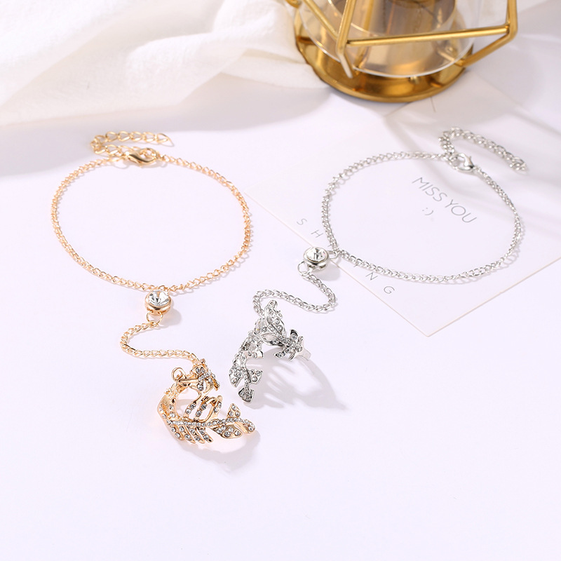 1Pcs V Type Creative Fashion Beautiful Openwork Leaf Siamese Personality Bracelet Female Wholesale Pulseras in Chain Link Bracelets from Jewelry Accessories