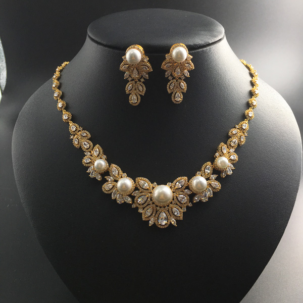 все цены на 2018 new fashion retro shell pearls with flower zircon golden necklace earring set,wedding bride banquet dress dinner jewelry