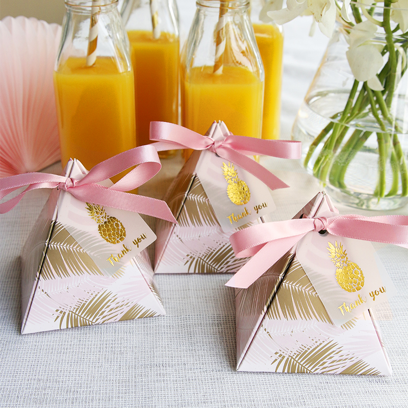 50 pcs Triangulaire Pyramide De Mariage Faveurs Fournitures Feuilles Bonbons Boîtes avec Merci Carte Cadeau Boîte Partie Emballage Boîte de Chocolat