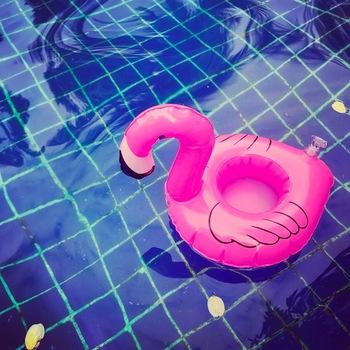 Dmuchane materace na kubek nadmuchiwane Flamingo kubki na napoje uchwyt pływający w basenie Bar Coaster urządzenie Floatation zabawki pływackie uchwyt na napoje tanie i dobre opinie WOMEN Mini Pink Flamingo Drink Holders pool toy float Inflatable Drink Can Holder pool float Swimming Toypedo Bandits pool float drink holder