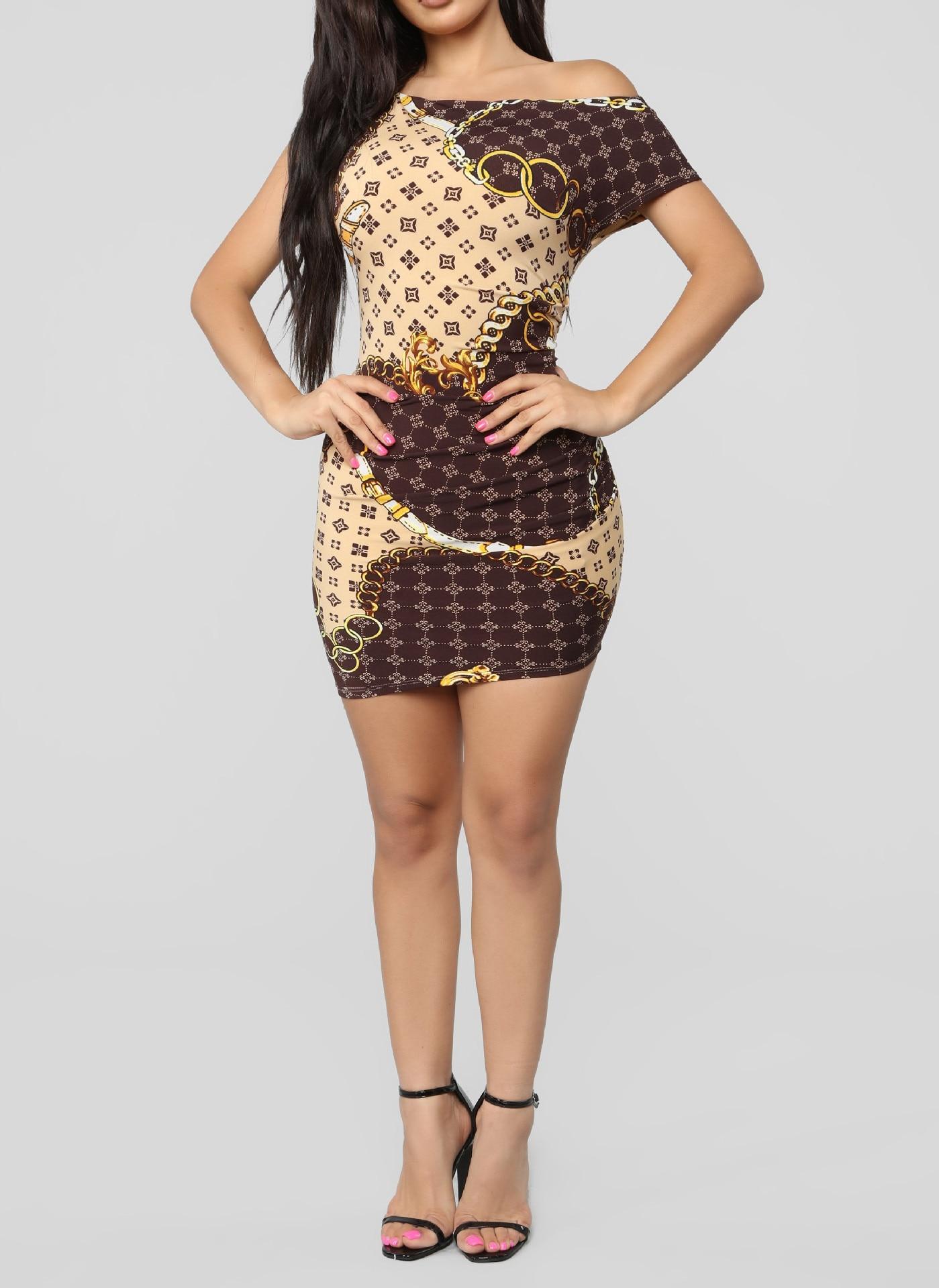 2019 летнее Новое сексуальное модное платье с косым воротником и принтом с золотой цепочкой