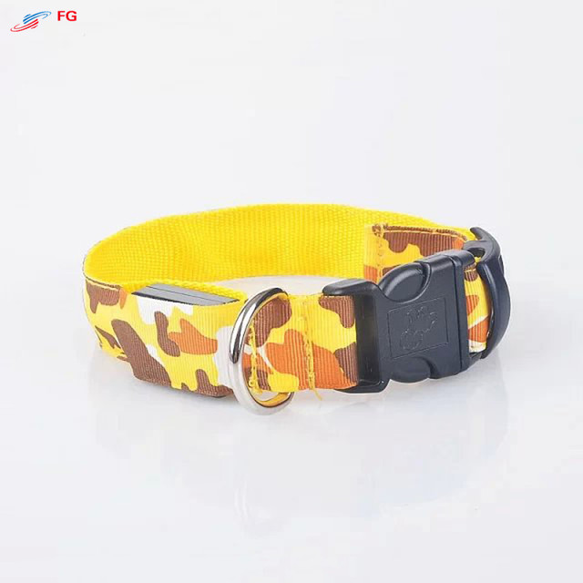 2.5cm Width 4 Sizes Dog LED Collar Nylon Camouflage Night Safety LED Flashing Pet Dog Necklace Collar