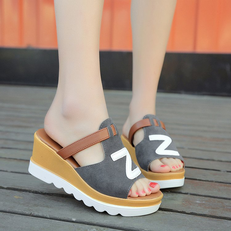 2018 summer new style slippers and slippers with high heel and thick anti-slip soles sandals with new sloping and muffin soles 1