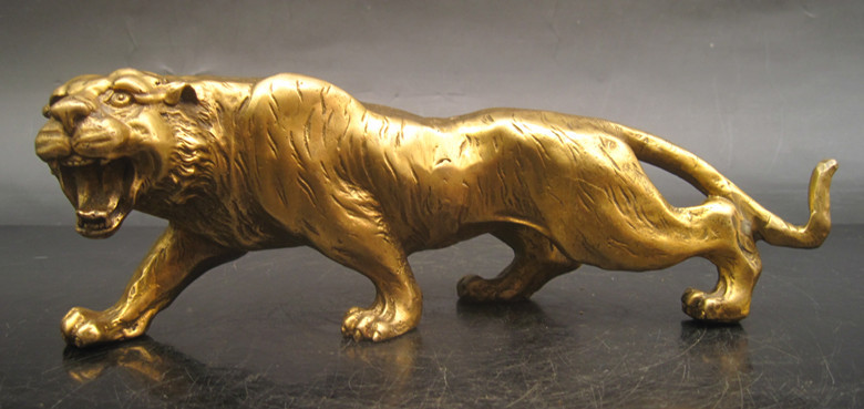 wholesale factory modern office sculptures religious statues Copper tiger decoration Small home brass tiger crafts