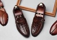 Новейшая кожаная повседневная обувь; мужские лоферы без застежки с круглым носком и пряжками; Мужские модельные туфли с крокодиловым лицев