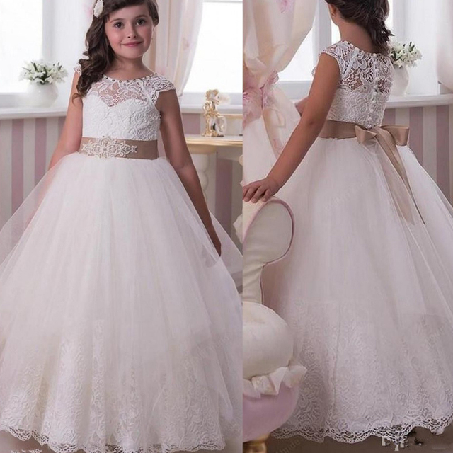 be030e9bf73 Vintage Cute A-Line Holy Communion Dresses 2017 Off-Shoulder Lace Appliqued Flower  Girls Gowns For Party With Bow Arabic Pricess