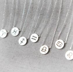 الإقحوانات قطعة واحدة قلادة قلادة زودياك علامة كوكبة علامات القلائد للنساء 12 كوكبة مجوهرات النساء