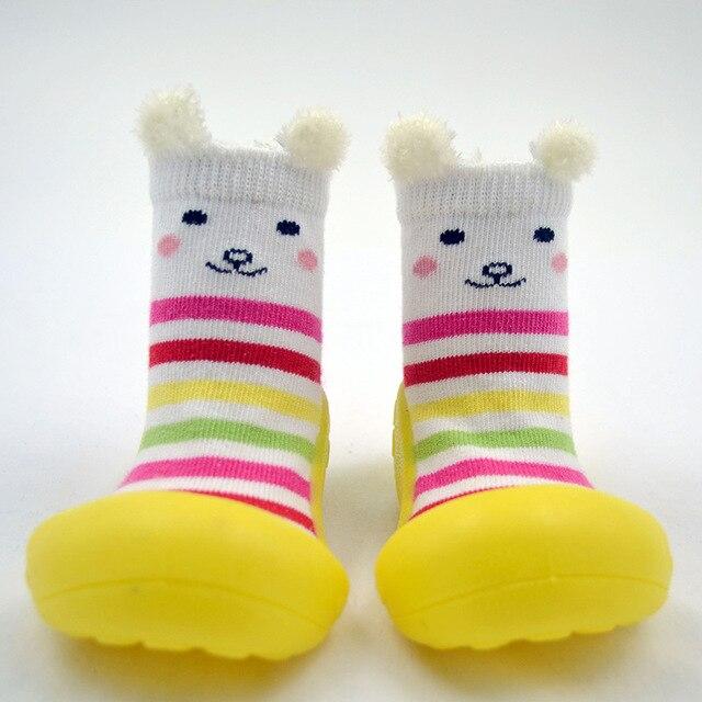 Attipas bebé calcetines con suela de goma de la muchacha del ...