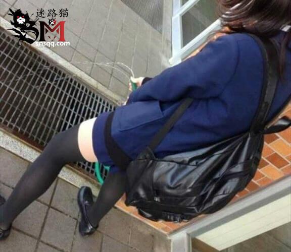日本女子高校二笔沙雕风大赏之二:缩骨功、拾荒者、文胸眼镜、迎风尿三丈