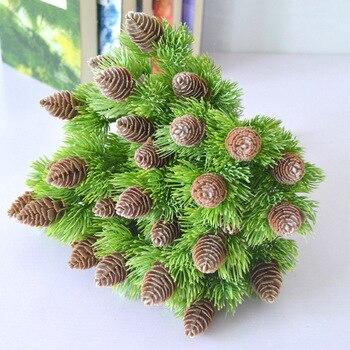 Plástico artificial Pino 7 ramas piñones conos plantas falsas árbol para la decoración del Partido de Navidad hierba falsa decoración del hogar de Navidad