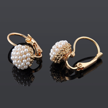 1 Pair New Fashion Jewelry Women Lady Elegant Pearl Beads Ear Stud Earrings ER881