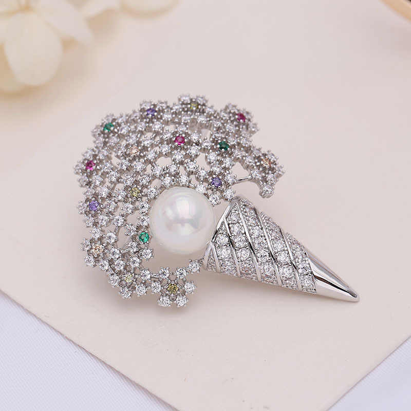 2018 Korea Fashion Perhiasan Hollow Bunga Bouquet Bros Pin untuk Wanita Mutiara Kristal Mantel Aksesoris Perhiasan Wanita Lencana