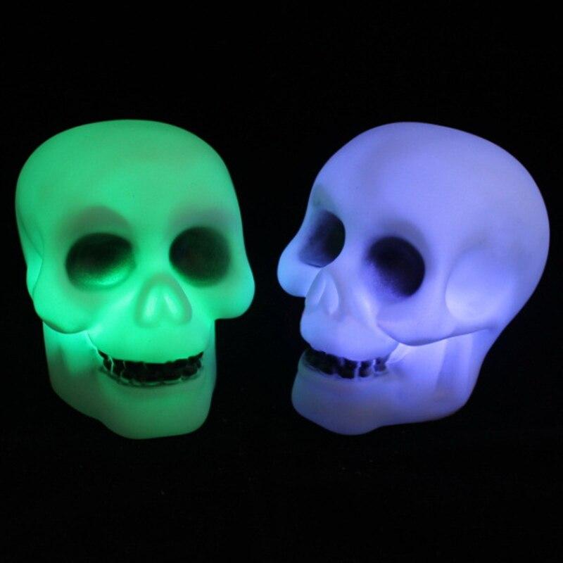 48 pcs/lot Halloween Thème Faveurs Crâne Clignotant Lumière Changement de Couleur LED Flash Lampe Enfants Chambre Fournitures HN306