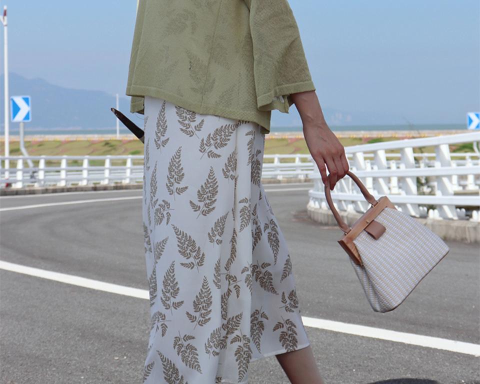 Oswego Straw Bag 2019 New Fashion Wooden Clip Women Shoulder Bag Summer Travel Beach Bag Luxury Handbags Women Bags Designer 11