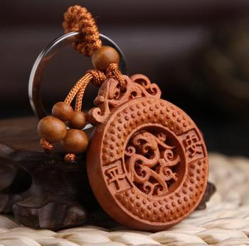 Madera de melocotón chino tallado seguro y buena suerte animales dragón Fénix botón exquisito colgante de llavero de coche