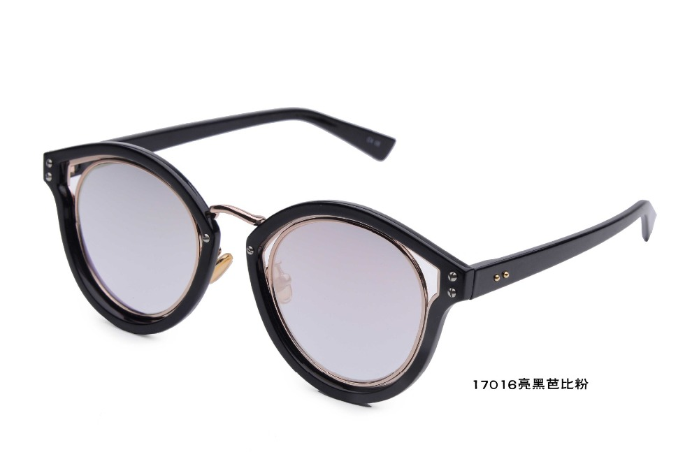 8545f91d1557 S17106 new design UV400 walkers style outdoor travel gradient color fashion  sunglasses for women-in Sunglasses from Apparel Accessories on  Aliexpress.com ...
