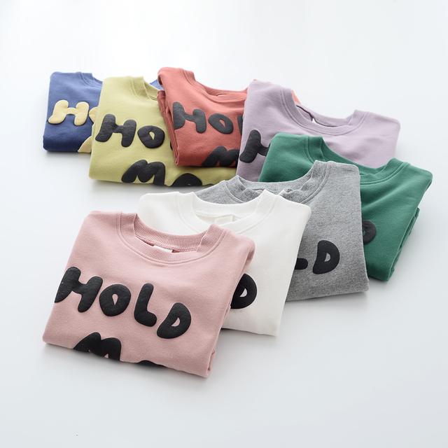 """Meninas carta hoodies do pulôver coreano primavera outono impressão """"abraça-me"""" roupa criança crianças dos miúdos o pescoço casual clothing 5 pçs/lote"""