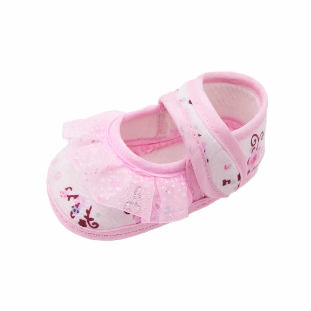 Sapatos de bebê meninas primeiros caminhantes recém-nascidos do bebê meninas macio sapatos solados rendas floral impresso calçados berço para crianças 2018 novo